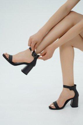 Sandale talon carré femme